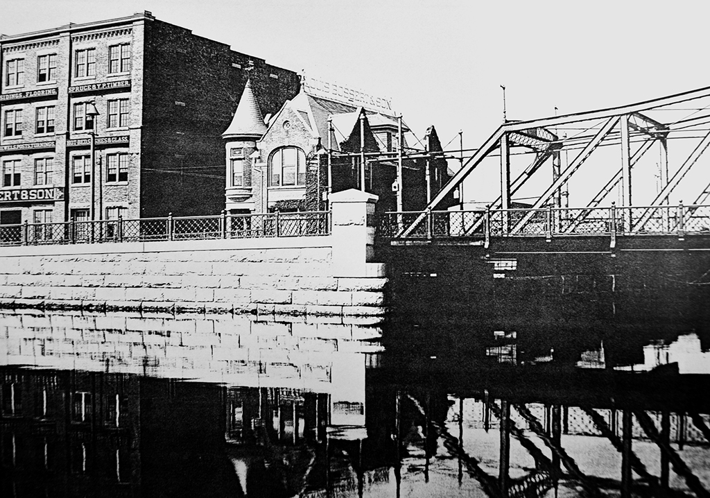 Grand Street Bridge, circa 1920 (Source: Historical Facts in Connection with New York City Bridges)
